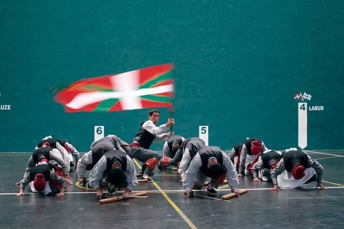 Euskal dantzak Larrabetzun