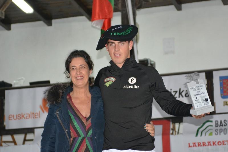 Iker Vicente aizkolariak irabazi du Loiu Larrakoetxe Sari Berezia