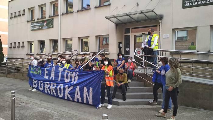 Eatoneko langileek manifestazioa egingo dute arratsaldean Derion