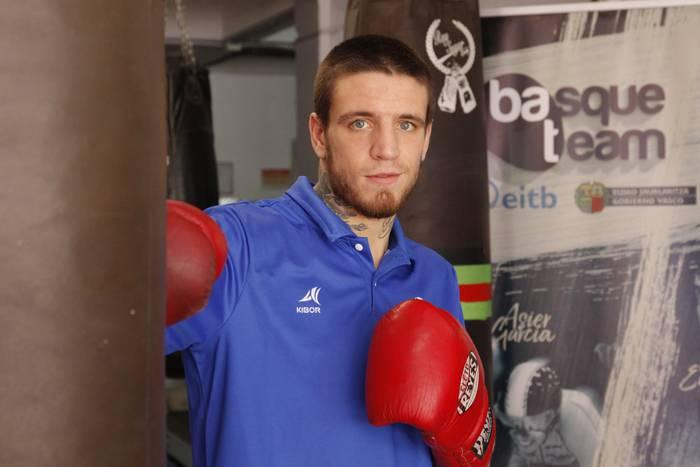 Kerman Lejarraga boxeolaria Basque Team-ean sartu da