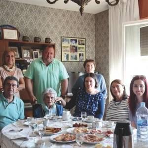 100 urte familia eta lanari lotuta