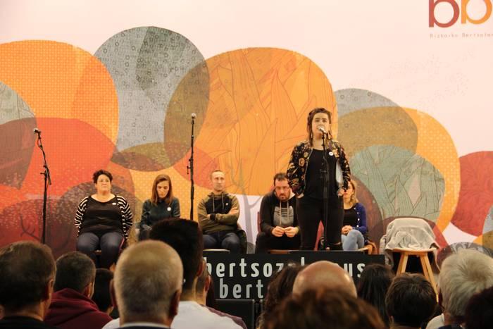Amenabar oso pozik azaldu da Bizkaiko Bertsolari Txapelketan egindako lanarekin
