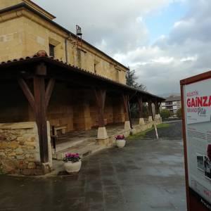 Lezama Bizirik-k ondare-eraikin biren ondoan ipinitako Athleticen publizitate-taulak kentzeko eskatu dio Udalari