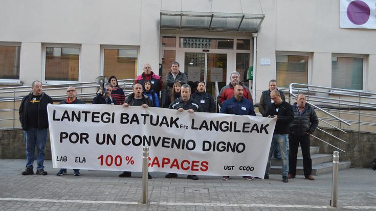 Lantegi Batuak-eko enpresa-batzordeak hitzarmen kolektibo duina eskatu du Derion
