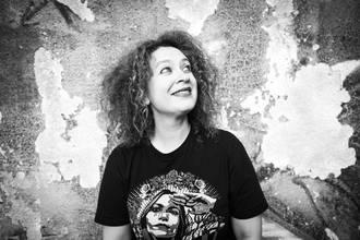 Elena Caballero, La Basu | Gerra-erregina