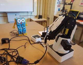 Gazteek beso robotiko bat erabiltzen ikasiko dute Teknogunen