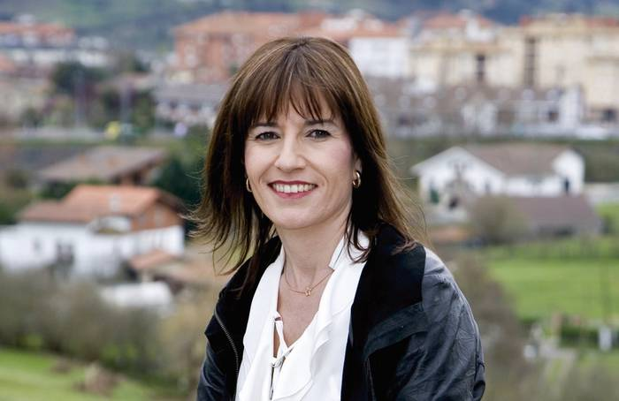 """Esther Apraiz Fernandez de la Peña, Derioko EAJko alkategaia: """"2015ean hasitako bidea finkatuko dugu, Deriok aurrera jarrai dezan"""""""