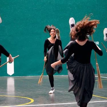 Lehiaketa - Bizkargi dantza taldearen kamisetak diseinatzea