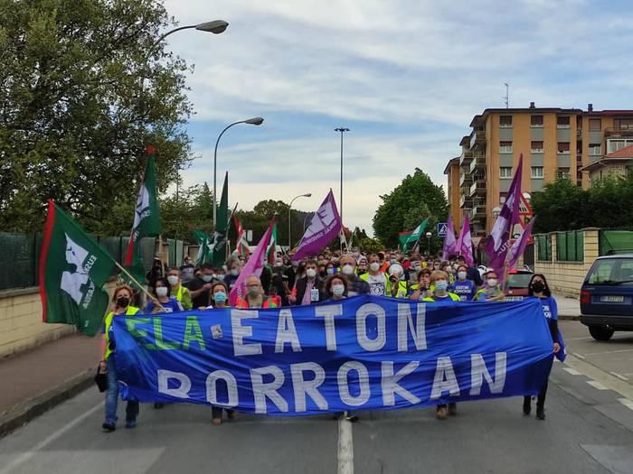 Eatoneko eta Tubacexeko langileak elkarrekin Derioko manifestazioan
